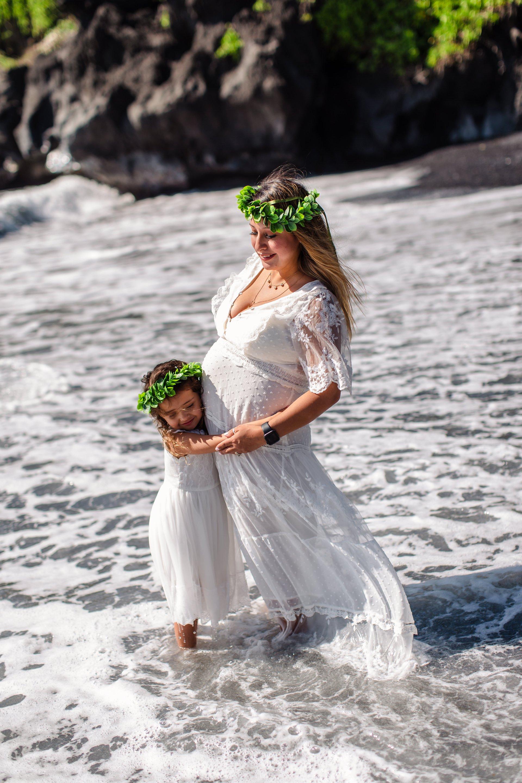 Flytographer Travel Story - Road to Hana Maternity