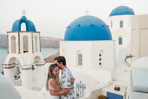 Flytographer photo shoot in Santorini